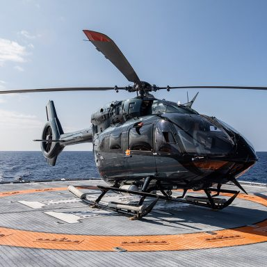 HODOR: Luxury Support Catamaran in French Polynesia 003